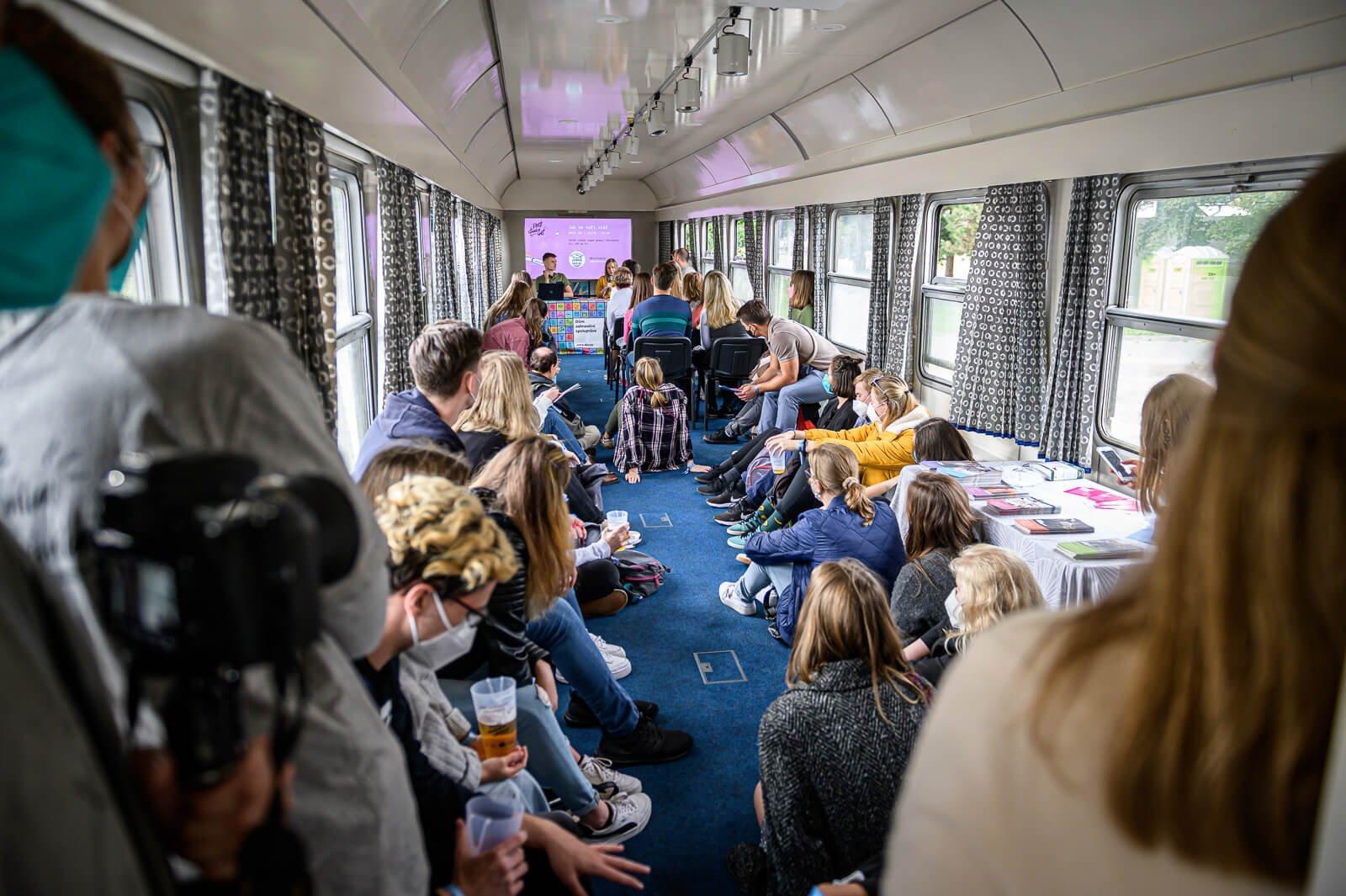 Přednáška ve vlaku